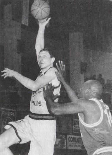 """BC Šiauliai. 1997-1998 m. firminis S.Biručio kablys į Malagos """"Unicaja"""" krepšį (puiki pergalė 74:73)."""