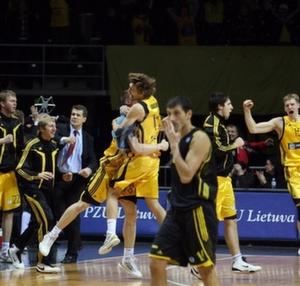 """BC Šiauliai. 2009-2010 m. įspūdinga pergalė prieš Salonikų """"Aris"""" (92:91)."""