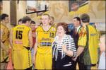 BC Šiauliai. 2005-2006 m. LKL bronza su V.Pauliukėnu ir ištikima fane I.Armaliene.
