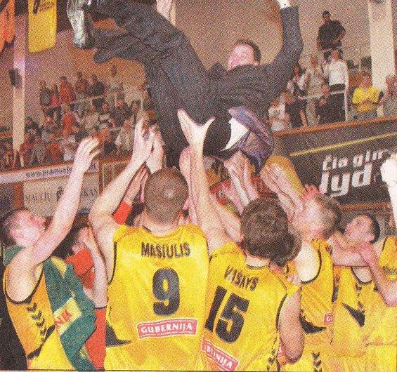 BC Šiauliai. 2005-2006 m. Po pergalingos kovos į viršų buvo pamėtytas ir trenerio asistentas R.Giedraitis