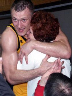 BC Šiauliai. 2003-2004 m. Ž.Urbono ir I.Armalienės džiaugsmas po laimėtos LKL bronzos.