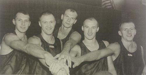 BC Šiauliai. 1999-2000 m. Komandos naujokai (R.Stankevičius, Ž.Urbonas, E.Nichutin, Ž.Valuckis, V.Pauliukėnas) prieš pergalingą sezono startą
