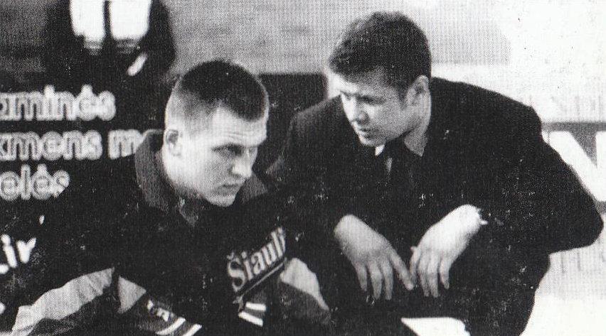 """BC Šiauliai. 1996-1997 m. """"Šiaulių"""" vyr.treneris kalba su A.Javtoku."""