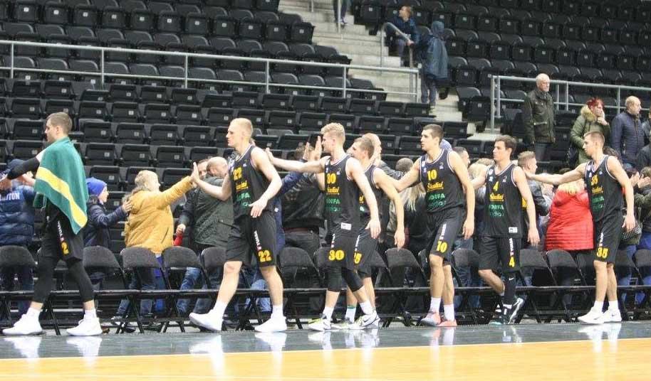 BC Šiauliai. 2017-2018 m. Nauja komandos žaidėjų tradicija - padėka sirgaliams.