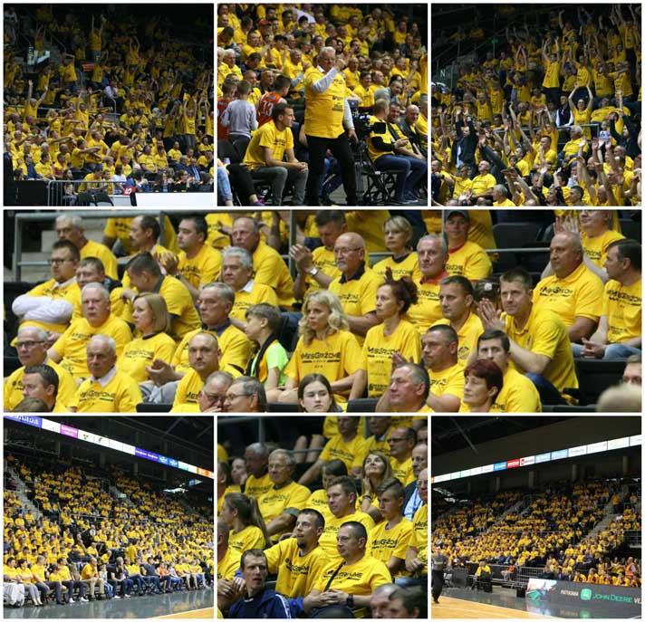 BC Šiauliai. 2017-2018 m. Atkrintamųjų rungtynių metu žiūrovai papuošti NBA stiliumi.