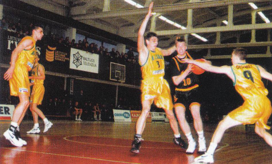 """BC Šiauliai. 1994-1995 m. M.Žukauskas prieš Kauno """"Atletą""""."""